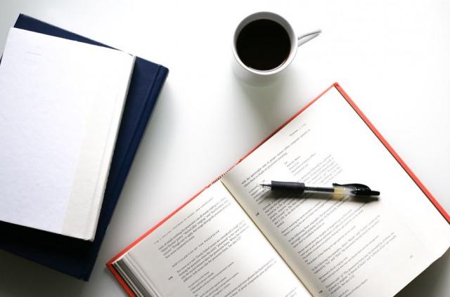 ノートにペンにコーヒー