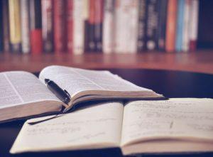 本や辞書の画像
