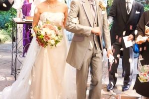 結婚式に参加する