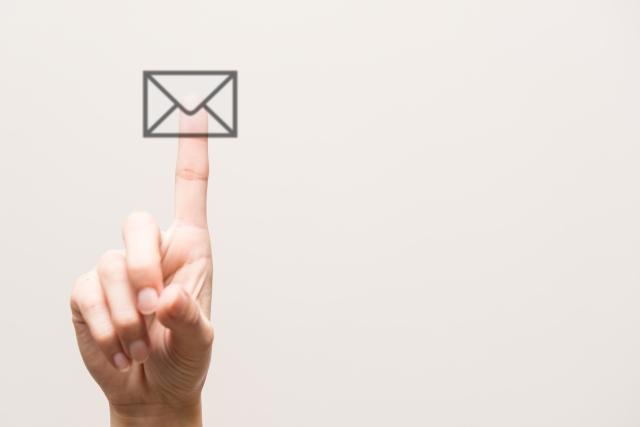 メールで連絡する